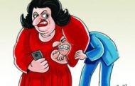 أوله ضحك واخره دموع.. تفتيش هاتف الزوج حق للزوجة أم تعد على خصوصيته؟ (فيديو)