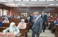 رئيس جامعة الزقازيق يشيد بالإجراءات الوقائية داخل لجان الإمتحانات بكلية التجارة