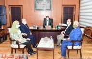 محافظ الدقهلية يستقبل مديرة مدرسة عمر مكرم بدكرنس