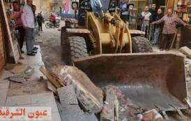 حملات مكبرة لرفع إشغال الطرق و الإعلانات الغير مرخصة ومصادرة ٢٢ شيشة ببلبيس وفاقوس