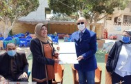 تكريم الدكتورة عزة عبدالفتاح كبير مثقفين بالشرقية لبلوغها سن المعاش