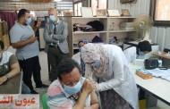وكيل وزارة الصحة بالشرقية يتابع تطعيم العاملين بمصنع BTM بالعاشر