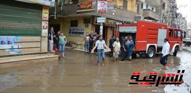 رئاسة مجلس مدينة الحسينية تقوم بسحب المياة من شوارع المدينة