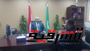 محافظ الشرقية يتحدث للزميل بشير حافظ