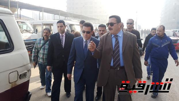 غرامات فورية على أصحاب الأكشاك المحيطة بموقف المنصورة بمدينة الزقازيق