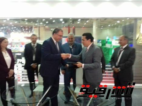 محافظ الشرقية يوقع إتفاقية تعاون مع وزارة التخطيط لتقديم الخدمات الحكومية بديوان عام المحافظة
