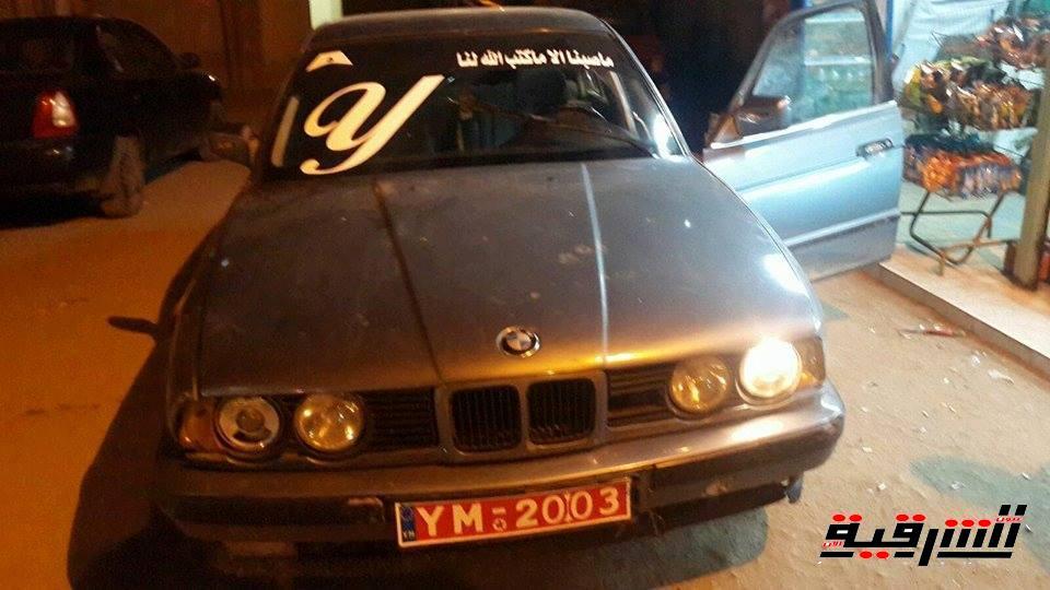 سقوط مروع لرجل حاول منع سرقة سيارته بالسعودية (فيديو)