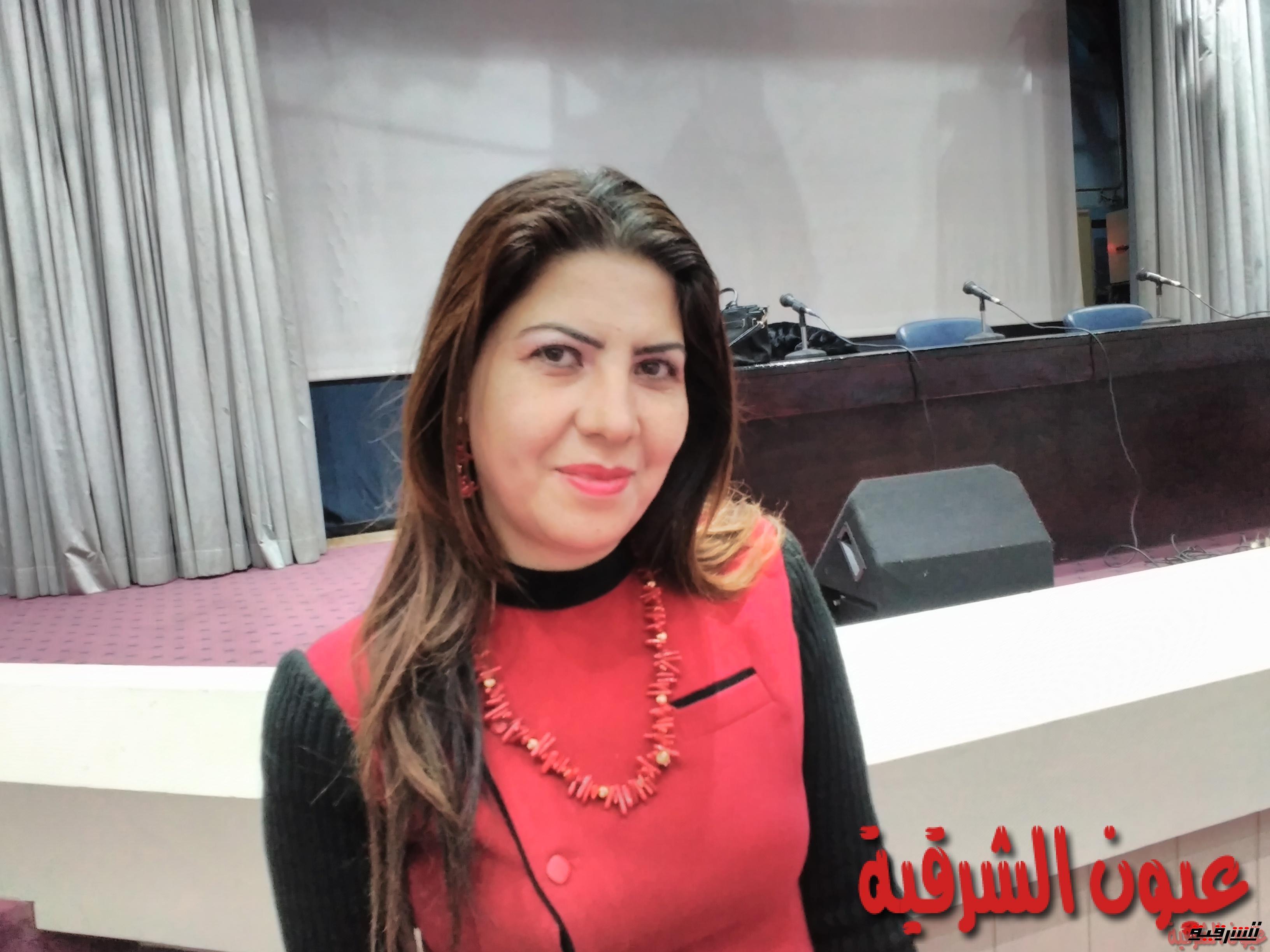 شاهد.. فنانة تفوز بلقب اشيك حامل في 2016