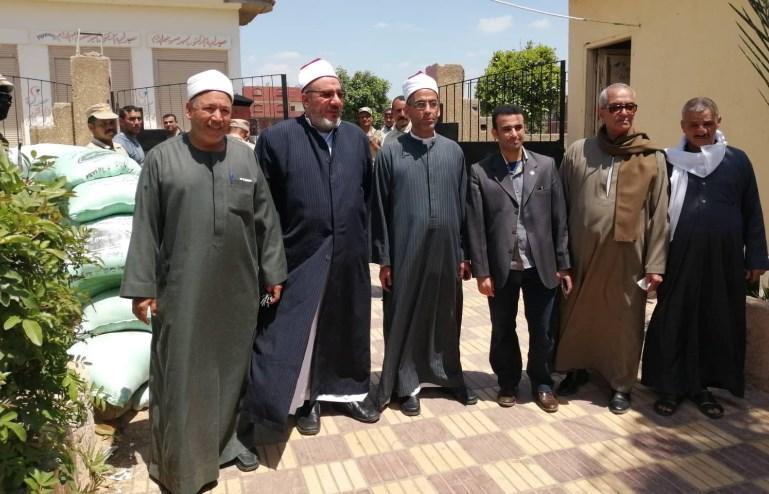 بالصور.. إقبال ملحوظ على لجان الاستفتاء في مسقط رأس محمد مرسي بالشرقية