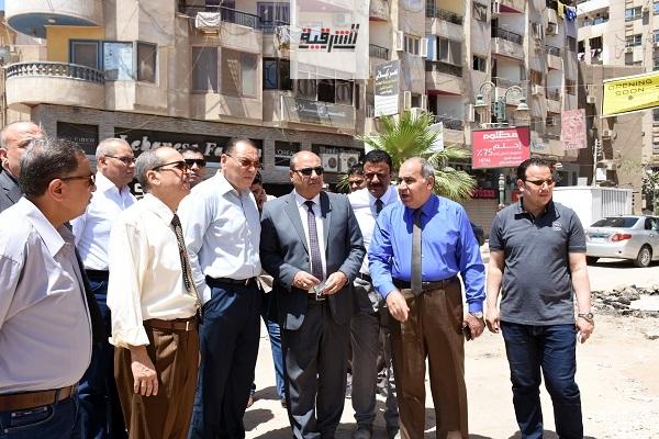 محافظ الشرقية في جولة تفقدية لشوارع مدينة الزقازيق لمتابعة الحركة المرورية و أعمال النظافة والتجميل