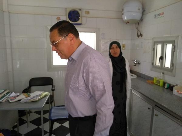 محافظ الشرقية يتفقد سير العمل بالوحدة الصحية بقرية أنشاص البصل