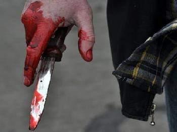 شاب يطعن محامي بسكين لترافعه عن طليقة والده في قضية نفقة بالعاشر