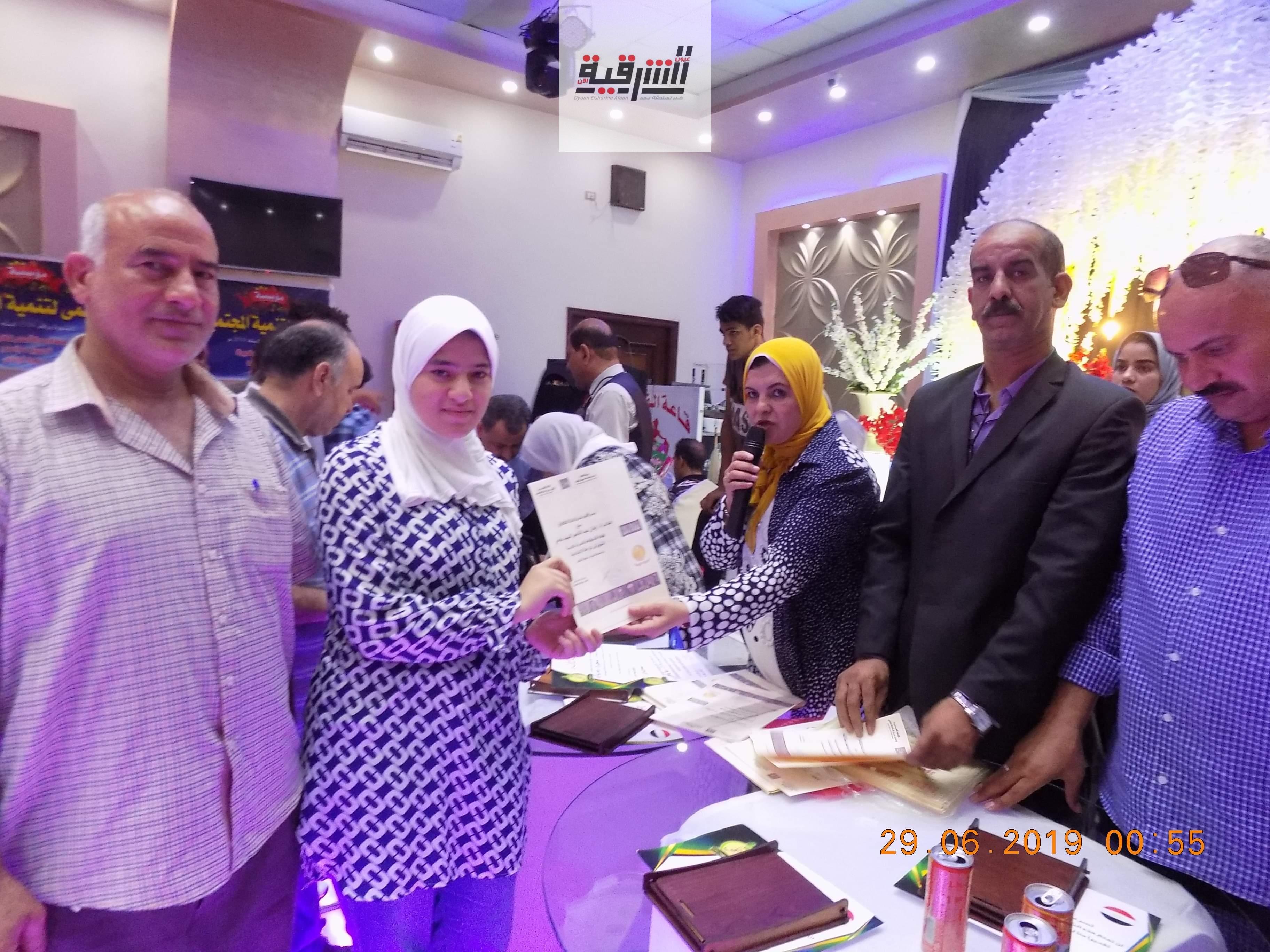ثقافة أبوحماد والإدارة التعليمية ومؤسسة الفرح ومؤسسة حلمى يكرمون أوائل الإعدادية