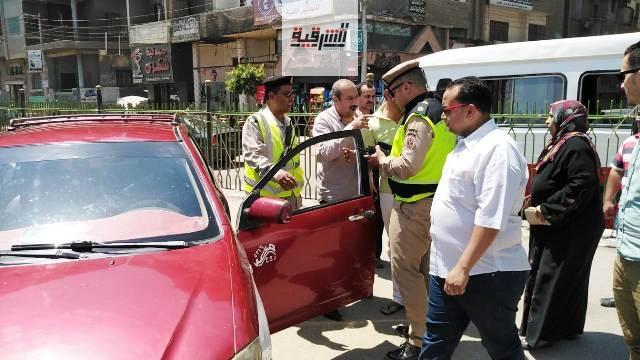 محافظ الشرقية يضبط 36 سيارة أجرة (تاكسي) لعدم إلتزام سائقيها بتعريفة الركوب الجديدة بالزقازيق