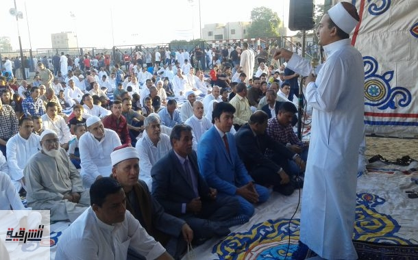 الألاف يؤدون صلاة عيد الأضحى المبارك بالساحة الشعبية بأبوحماد