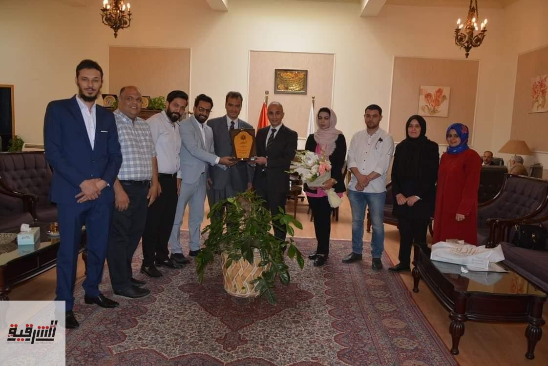 رئيس جامعة الزقازيق وعميد كلية الطب يستقبلان وفداً من جامعة بنغازي الأهلية