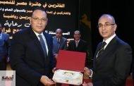محافظ الشرقية يكرم رئيس جامعة الزقازيق في إحتفالية توزيع جوائز مسابقة التميز الحكومي