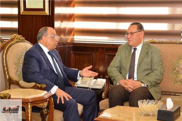 وزير التنمية المحلية يناقش مع محافظ الشرقية تنفيذ المشروعات الجارية علي أرض المحافظة