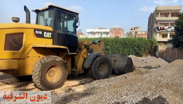 الأجهزة التنفيذية والأمنية بمركزي ديرب نجم والحسينية تتصدي لمحاولة إنشاء ملعب خماسي ومزرعة دواجن بدون تراخيص قانونية على الأرض الزراعية
