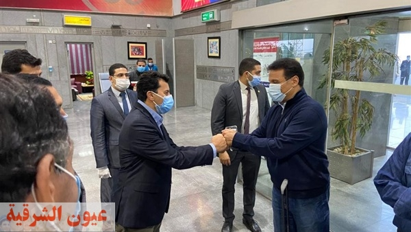 أشرف صبحي وزير الشباب والرياضة، يستقبل  بعثة المنتخب الوطني المصري بمطار القاهرة الدولي