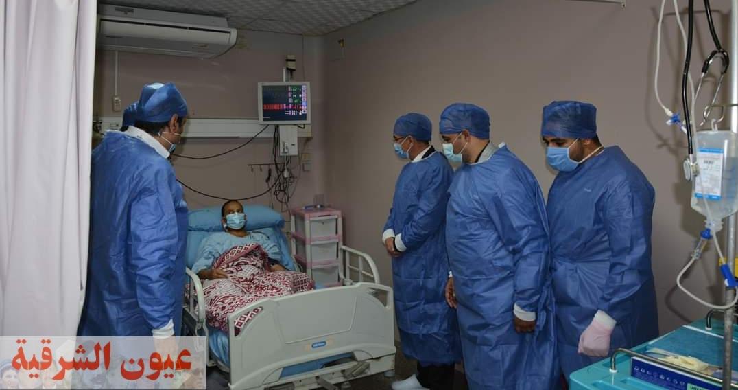 رئيس جامعة الزقازيق يطمئن علي إستقرار الحالة الصحية لمريض زراعة الكلي بالمستشفيات الجامعية